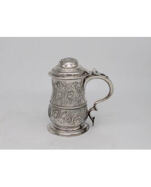 Tancard inglese in argento decorato in rilievo