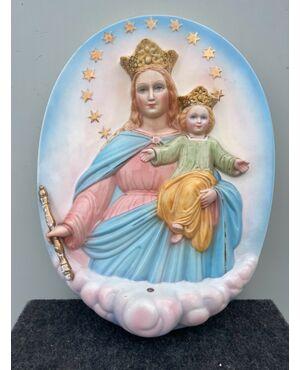 Formella in terraglia policroma,Madonna con Gesu'Bambino.Ronzan,Torino.