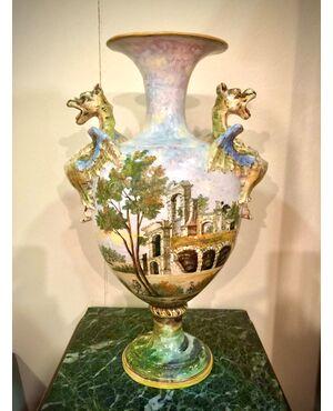 Coppia di vasi in maiolica policroma decorati a paesaggi e personaggi ( stile Castelli).Prese laterali a forma di draghi.Angelo Minghetti.Bologna.