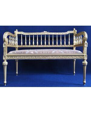 Divanetto a balaustra stile Luigi XVI in legno dorato - Italia XX sec.