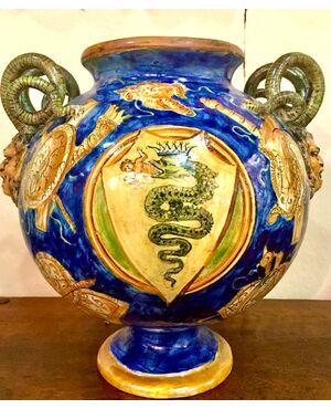 Vaso globulare  a lustro metallico decorato a trofei in stile Casteldurante con prese a serpenti e mascheroni.Firma e data 1881.Angelo Minghetti,Bologna.