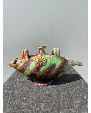 Borraccia a forma di pesce stilizzato in terracotta invetriata e ingobbiata.Seminara Calabra.
