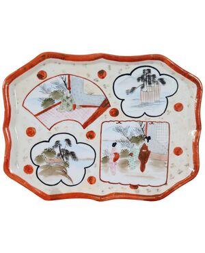 Piatto o Vassoio orientale vintage in ceramica policroma, Cina 1920 circa