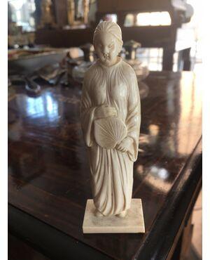 Piccola scultura in avorio