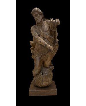 Una magnifica scultura a grandezza naturale di noce di San Giovanni Battista