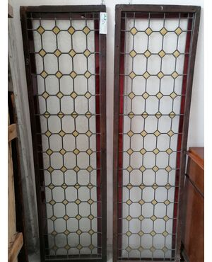 Coppia di vetrate con vetri colorati epoca 800