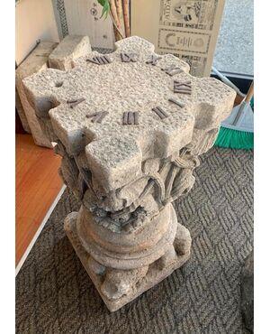 Raro orologio solare in pietra scolpita proveniente da Villa liberty in Liguria