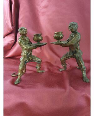 Coppia di scimmie portacandele in bronzo