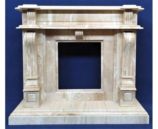 Grande camino stile Luigi XVI in marmo crema - Italia XX sec.